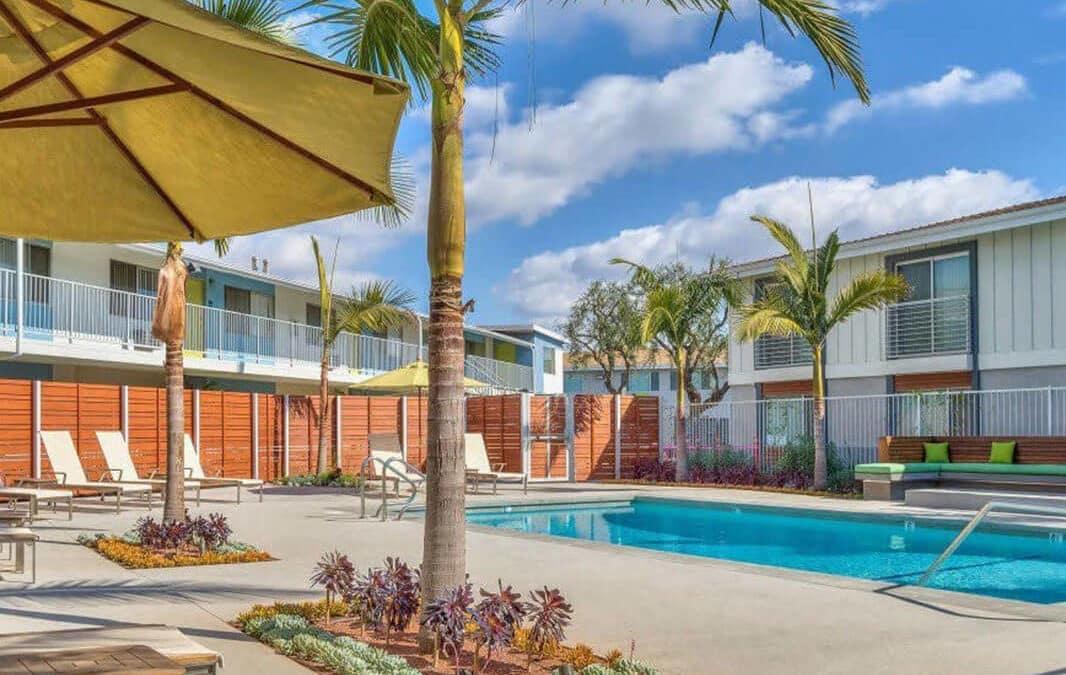 four seasons apartment pool area
